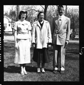 item thumbnail for Laughlin family, 1952 [6]