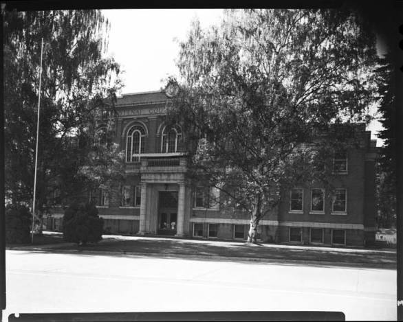 item thumbnail for County Courthouse Kootenai, 1967