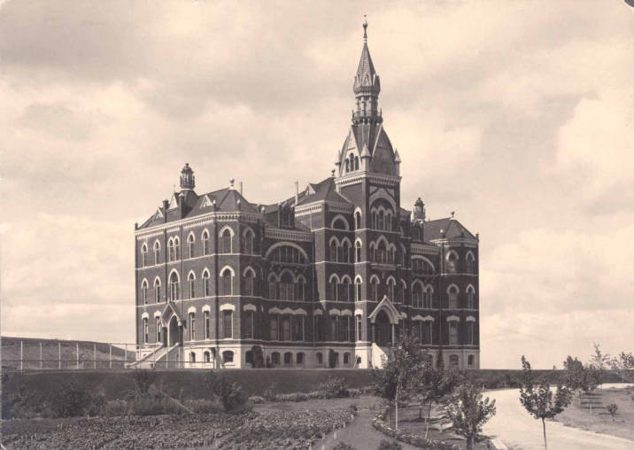 item thumbnail for Administration Building 1900