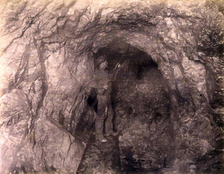 item thumbnail for Anaconda Mine 1000 ft. level East [no. 1163]