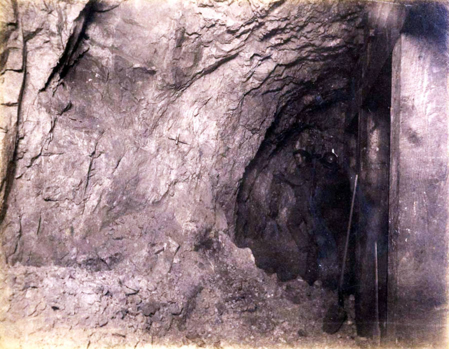 item thumbnail for St. Lawrence Mine 800 ft. level East [no. 1185]