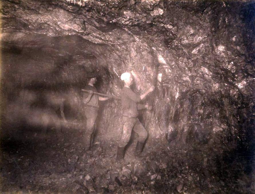 item thumbnail for Anaconda Mine 900 ft. level West [no. 1173]
