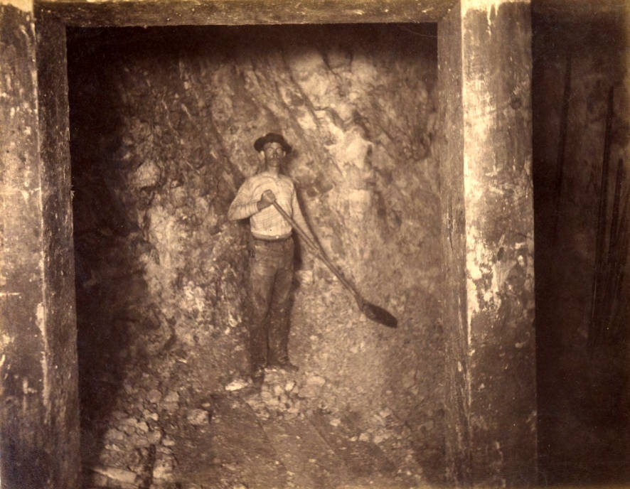 item thumbnail for Mountain Consolidated Mine 400 ft. level East sill floor  [no. 1225]