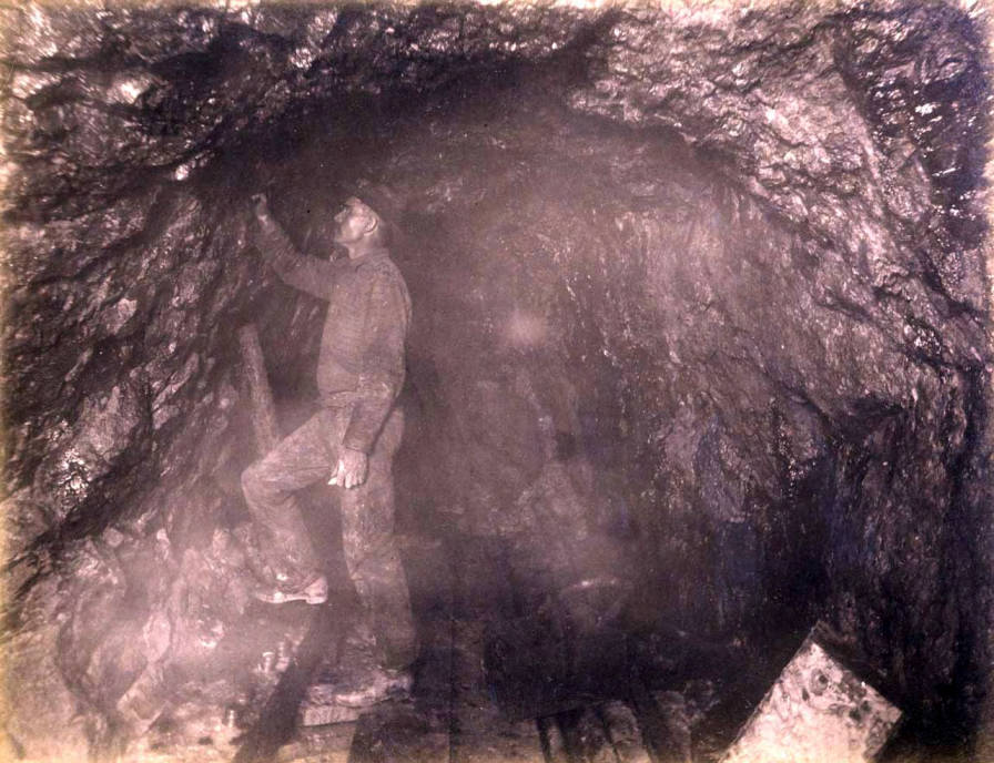 item thumbnail for Anaconda Mine 1000 ft. level West [no. 1169]