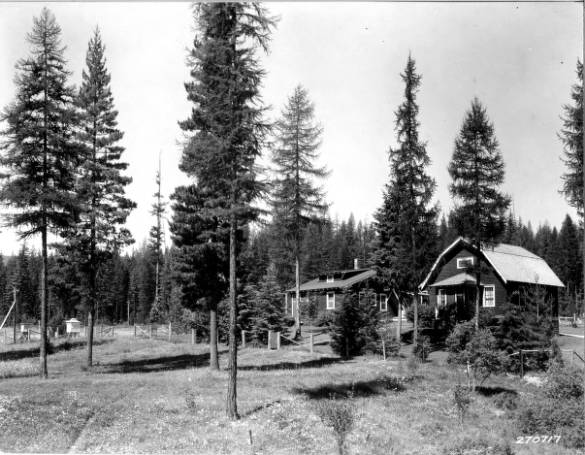 Cottages, summer 1932.<br&gt;67